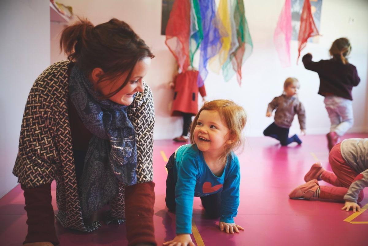 Enfants adultes movement crèche