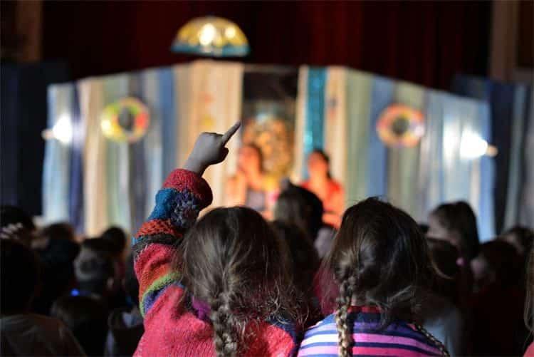 Enfants au spectacle